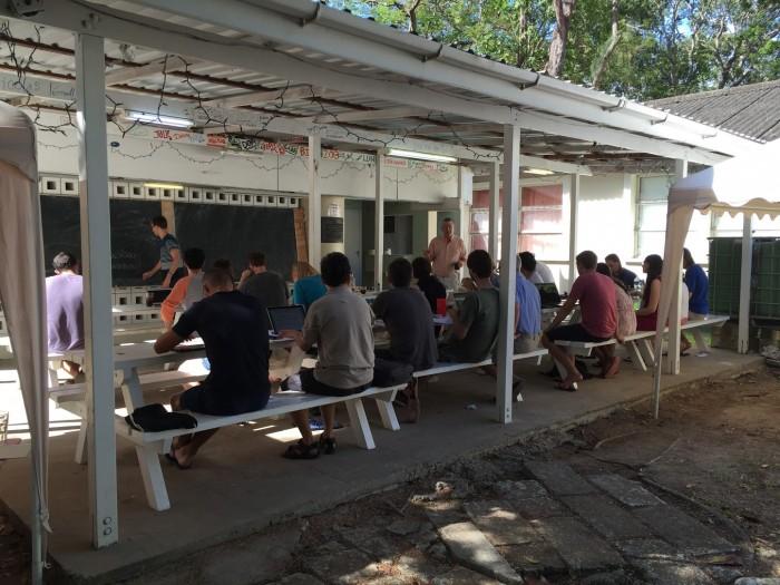 2014년 5월 바베이도스에서 열린 수학 학회의 모습. 수학자들은 일주일 동안 두세씩 짝을 지어 함께 문제를 풀었다.  - 엄상일 제공